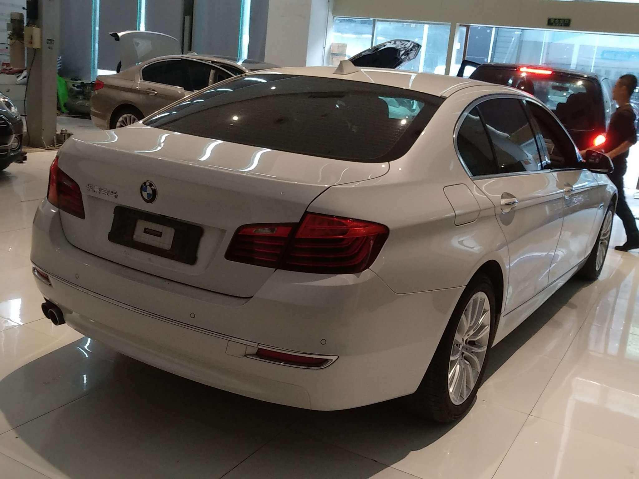 精真估提供二手车宝马5系 2014款 2.0T 自动 528Li豪华设计套装
